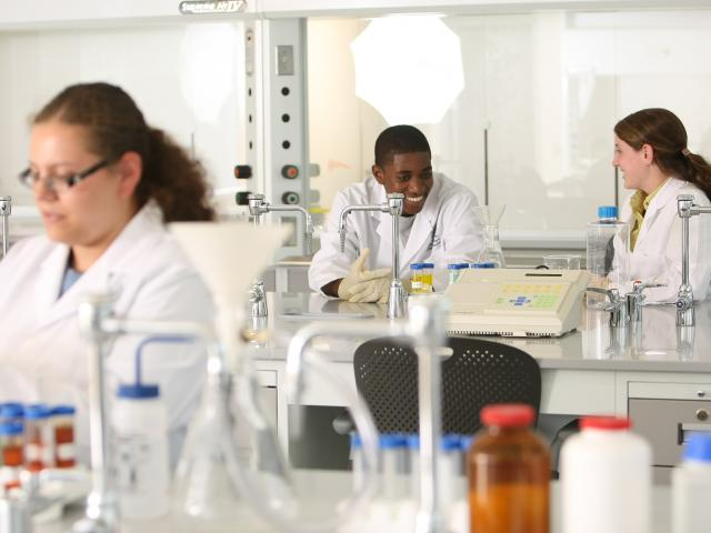 Kean students learn in state-of-the-art laboratories.
