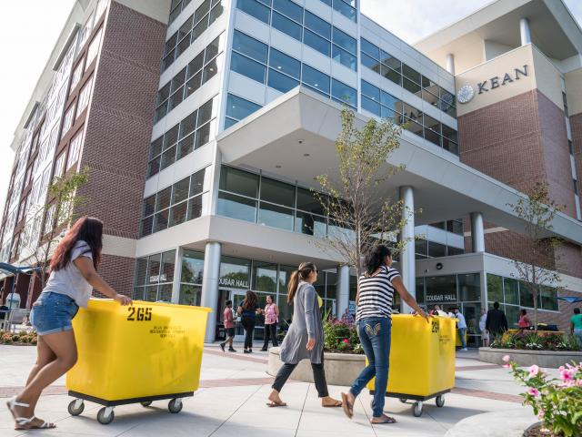 Kean Freshmen moving in to Cougar Hall