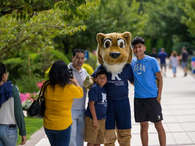 Family poses with Kean Cougar on Move-in Day