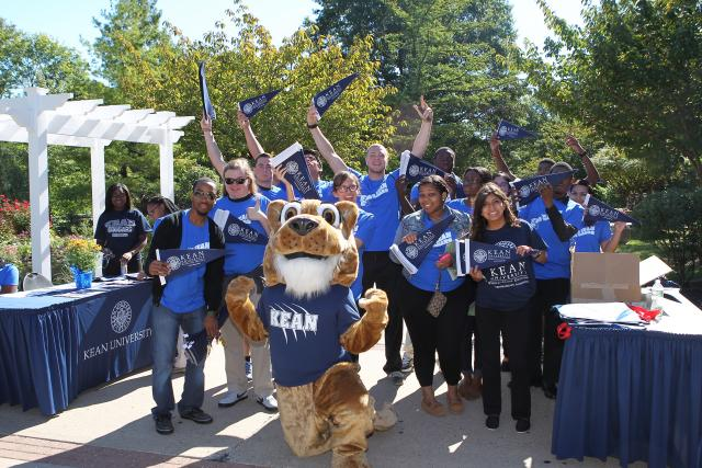 Student group outside with mascot