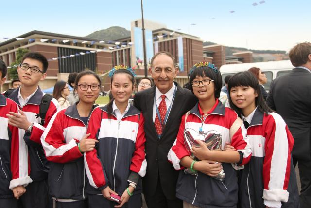 President Farahi in Wenzhou China with students