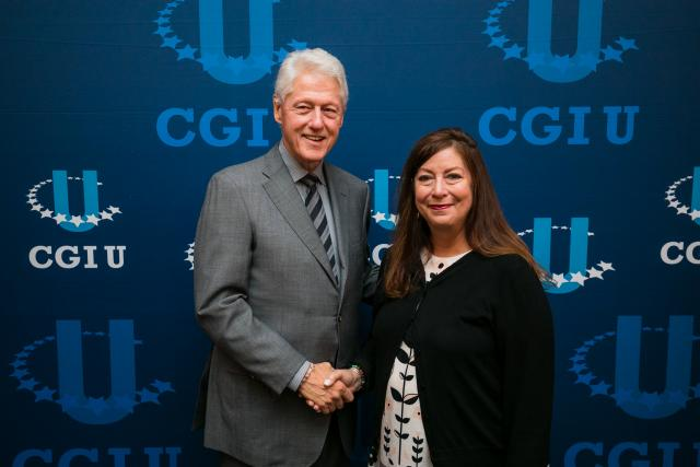 Kean professor Norma Bowe, Ph.D., meets with President Bill Clinton at CGI-U.