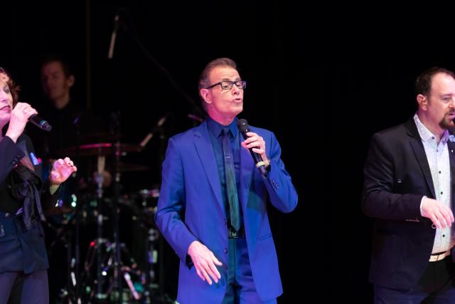 The Manhattan Transfer, featuring alumnus Alan Paul, perform at Kean Stage.