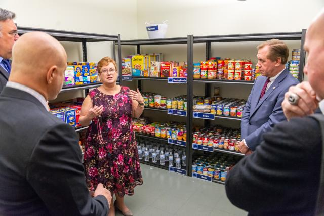 Chef Tom Colicchio tours Kean University's Cougar Food Pantry.