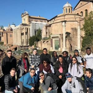 Kean University students pose in front of the Roman Forum.